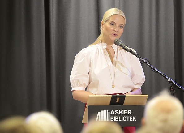 Crown Princess Mette-Marit of Norway travels on a Literary Train tour from Asker to Kristiansand 7 - 9 June. Prada pumps