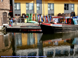 Barcos atracado en el canal de Regent's