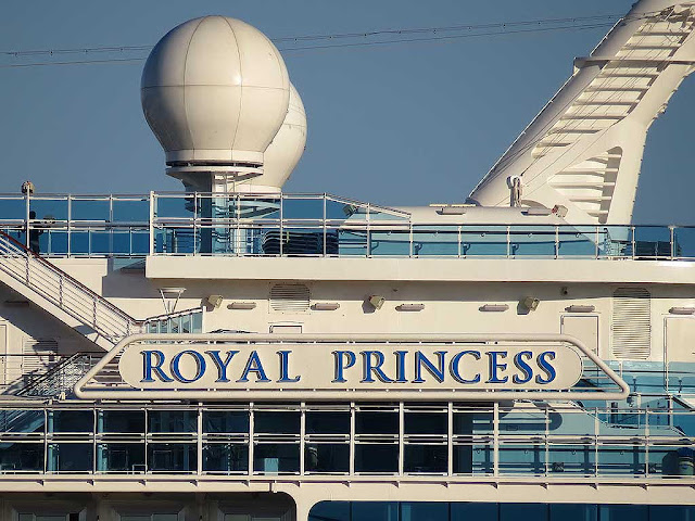Royal Princess cruise ship, IMO 9584712, port of Livorno