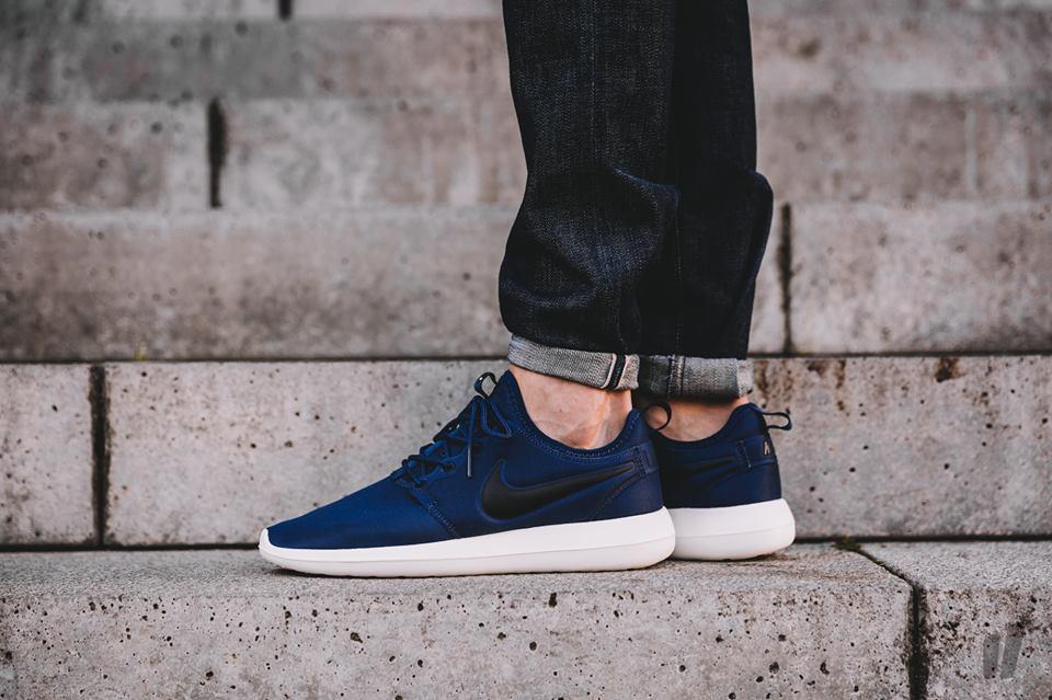 Nike Sportswear ROSHE TWO SI Sneakers summit white/blue tint