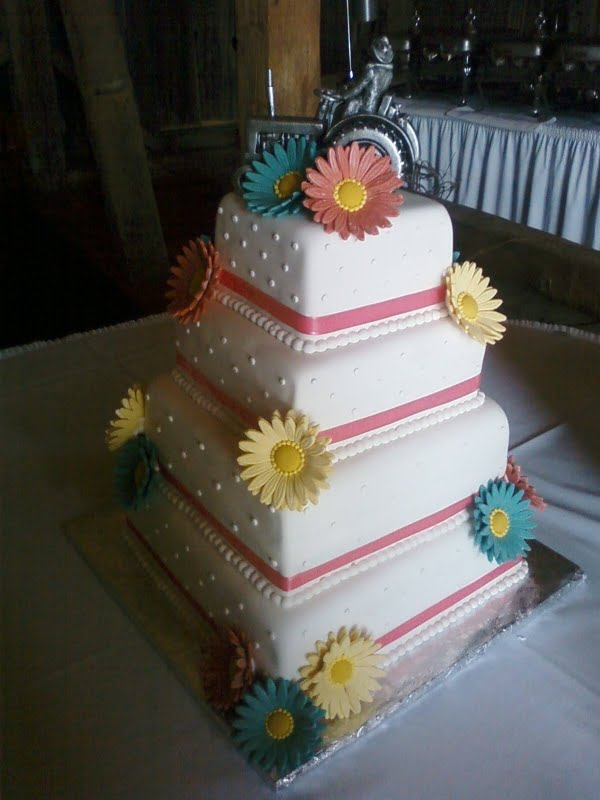 daisy wedding cakes pictures country cupboard cakes gerber wedding cake 13315