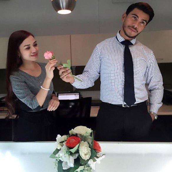 Ruhainies Dan Saya Hanya Teman Rapat, Bukan Kekasih – Azrel Ismail
