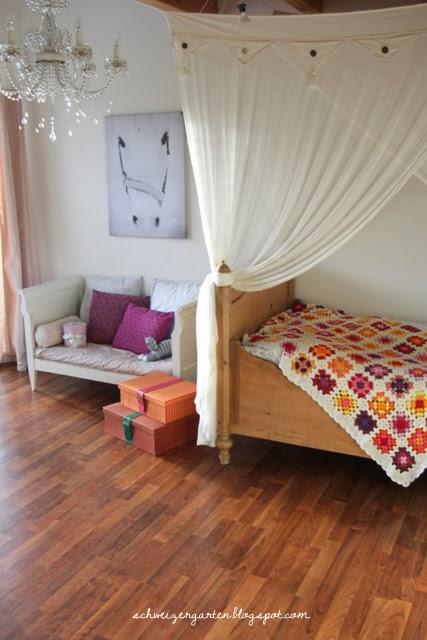 ein schweizer garten ein pferd im kinderzimmer. Black Bedroom Furniture Sets. Home Design Ideas