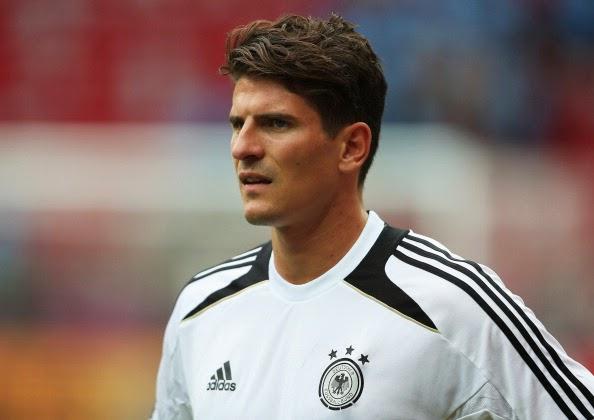 O atacante Mario Gomez mudou o tom do discurso. Quando a convocação da  Alemanha para Copa do Mundo saiu sem o seu nome 30d391b8e8d41