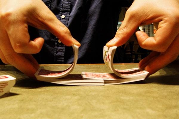 52!(факториал) комбинаций раздачи карт