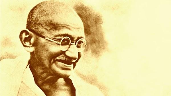 5 Best Motivational Lines of Mahatma Gandhi's Life In Hindi