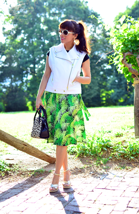 Outfit with tropical print