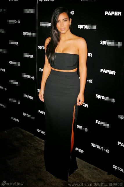 Kardashian wrapped chest sexy fashion show Haoru sweet smile