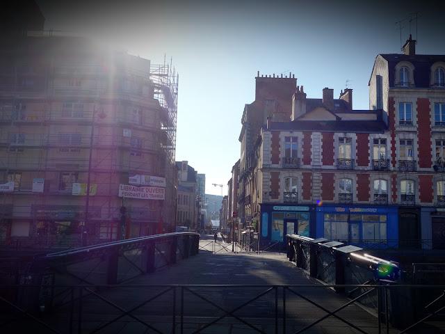 La rue du Capitaine Alfred Dreyfus vue depuis la Place Saint-Germain - Novembre 2018 - Photo Erwan Corre