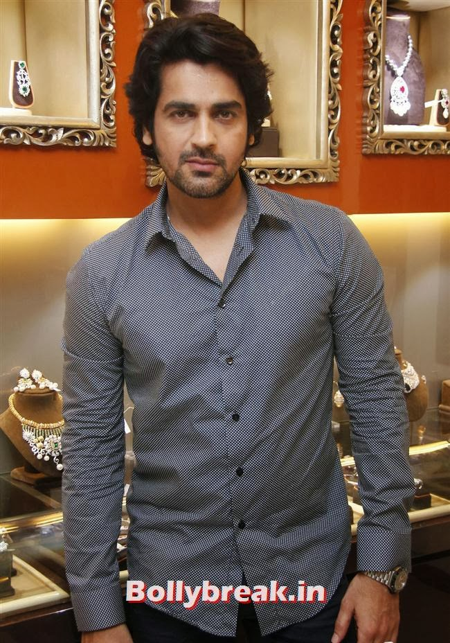 Harman Baweja, Aarti Chabria & Pria Kataria Puri at The Cappuccino Collection Store Launch