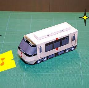 Maqueta 3D de papel de la locomotora modelo EXE. Manualidades a Raudales.