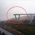 Τραγωδία στην Ιταλία: Δεκάδες νεκροί από κατάρρευση οδογέφυρας - Αυτοκίνητα έπεσαν από τα 50 μέτρα (Videos)