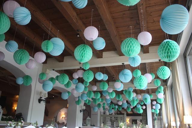 Lampions, Pompoms, Wabenbälle, Hochzeitsmotto aus M wird M, Pastell und Vintage im Riessersee Hotel Garmisch-Partenkirchen, Bayern