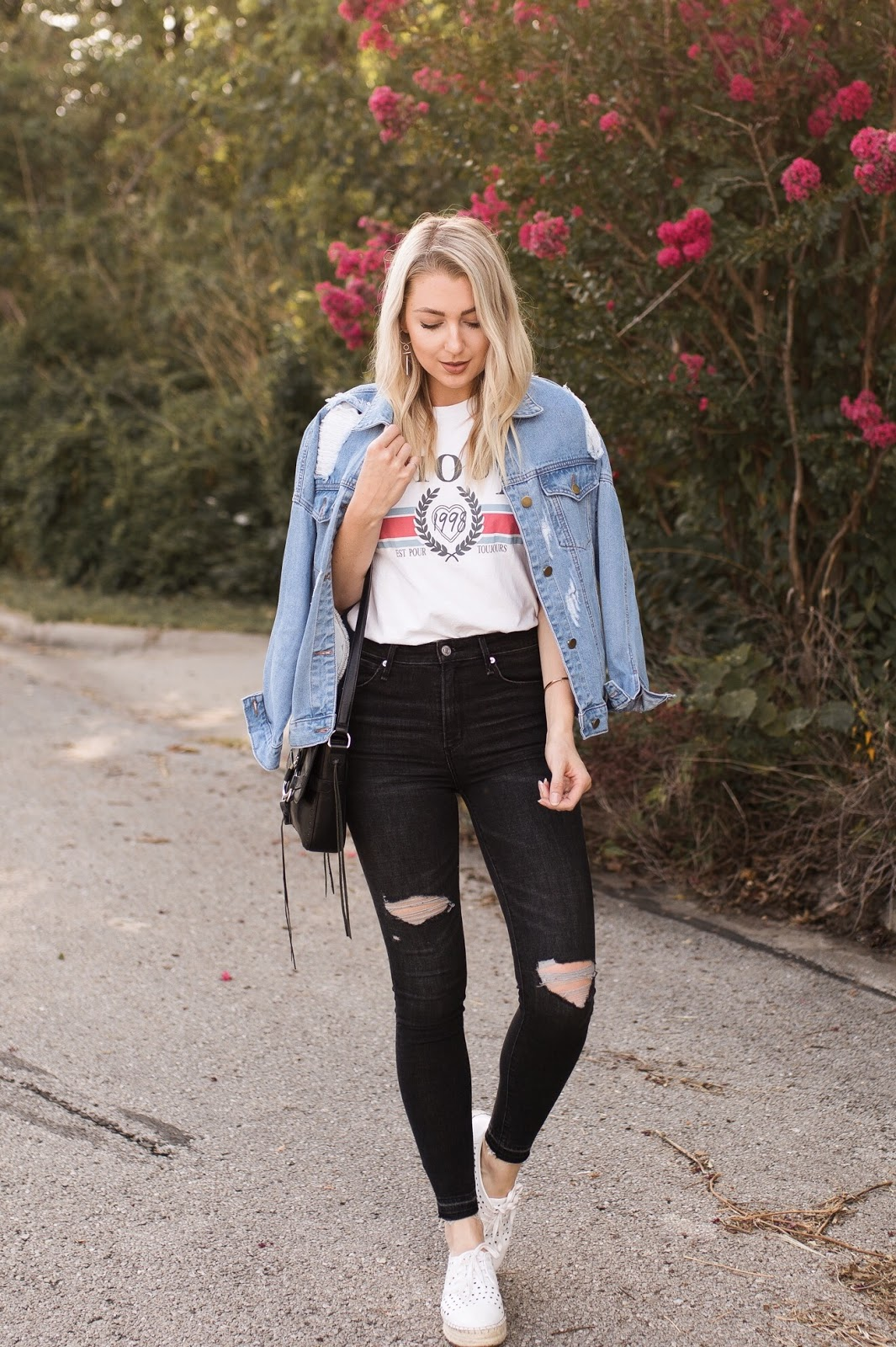cute fall outfit: jean jacket, graphic tee, distressed jeans