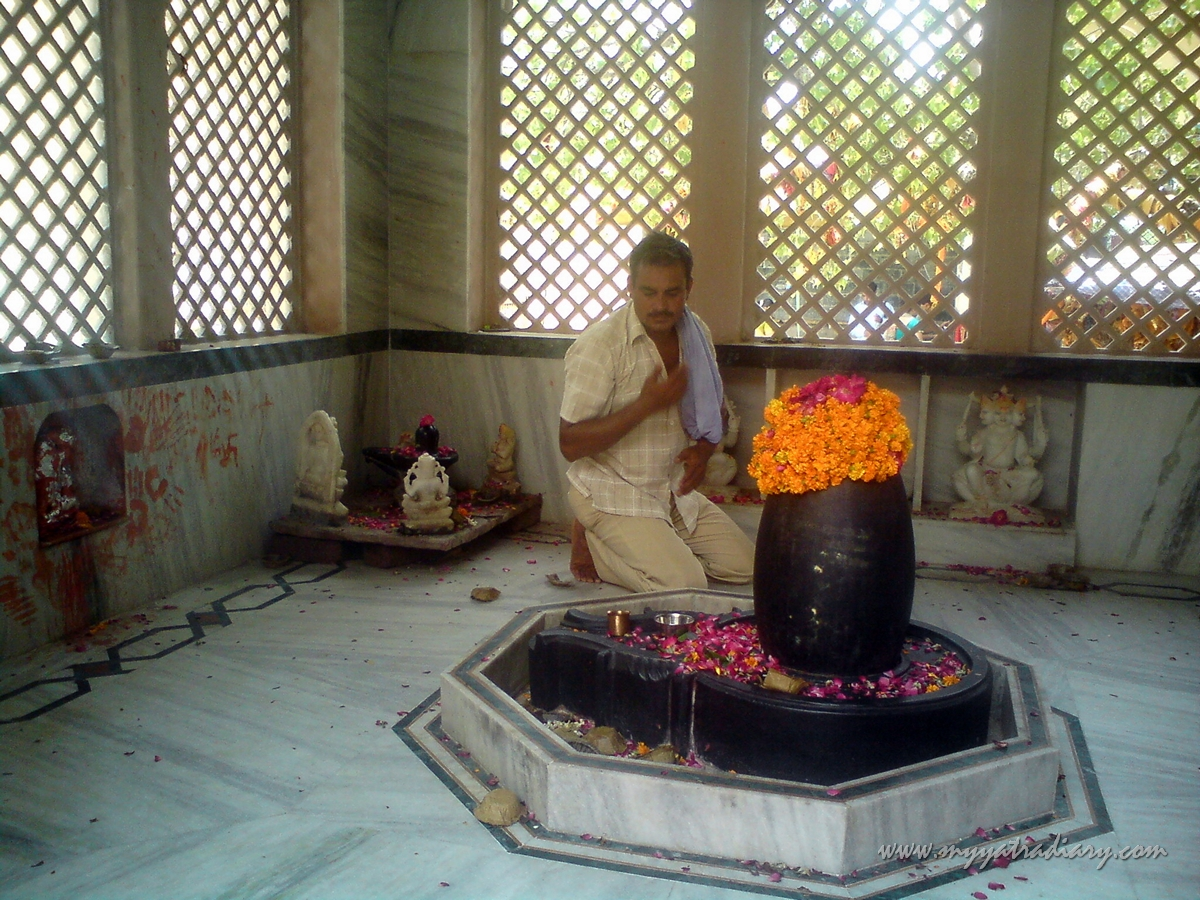 Lord Shiva temple at Chaurasi Khamba Temple, Mahavan