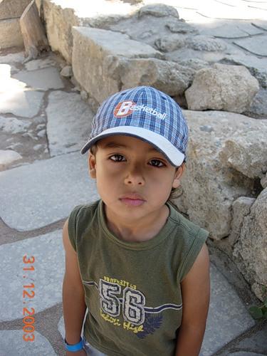 Мальчик подглядывает за молочными сиськами фото 776-340