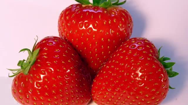 12 Most Expensive Fruits in the World, Sembikiya Queen Strawberries