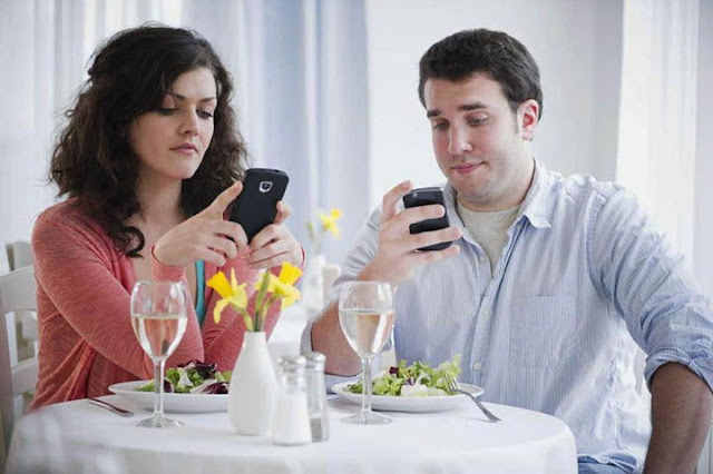 social media and mobile chatting apps affects our relationships