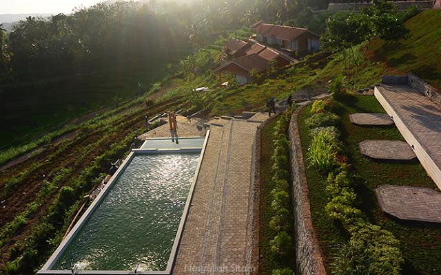 Suasana di area Batoer Hill Resort & Resto yang menenangkan
