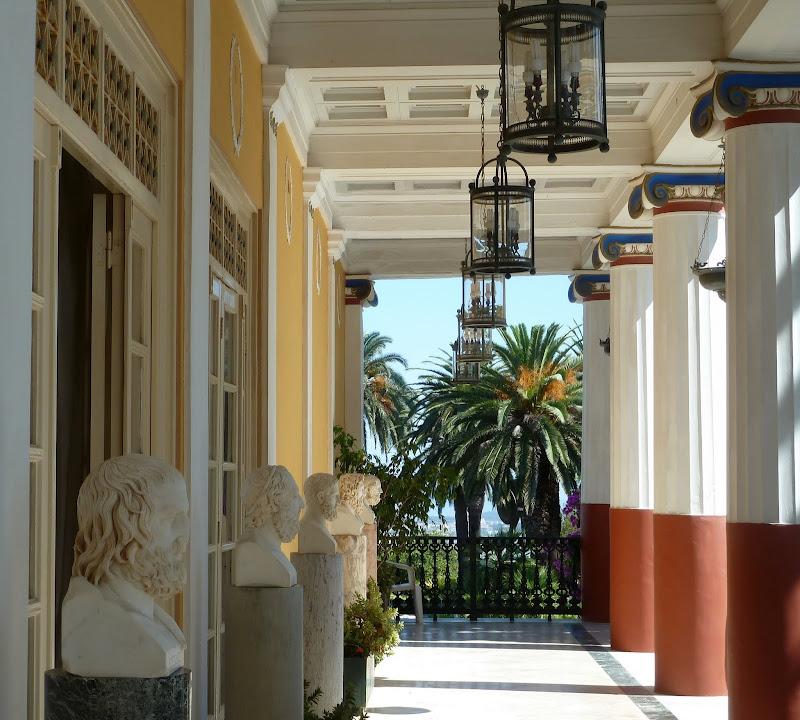 Arkade der griechischen Philosophen im Achillion Palast