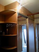 Зеркальный с антресолью шкаф