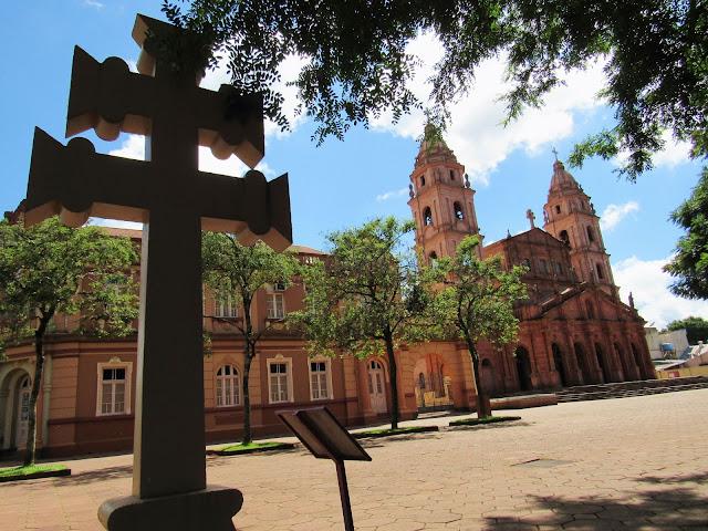 Santo Ângelo - RS é uma ótima opção de passeio na região das Missões Jesuíticas. Com sua igreja imponente, consegue manter vivos alguns aspectos arquitetônicos da era dos Jesuítas.