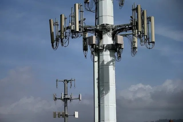 British 5G towers set on fire because of coronavirus conspiracy theories