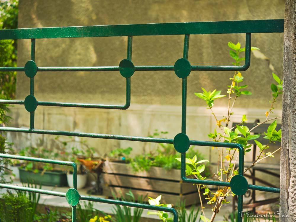 Domenii Bucuresti detaliu gard Art Deco verde