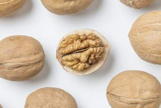 akhrot-walnut-health-benefits-hindi