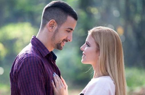 Sains Membuktikan Bahwa Kebahagiaan Pada Pasangan Bisa Dilihat Dari Mata