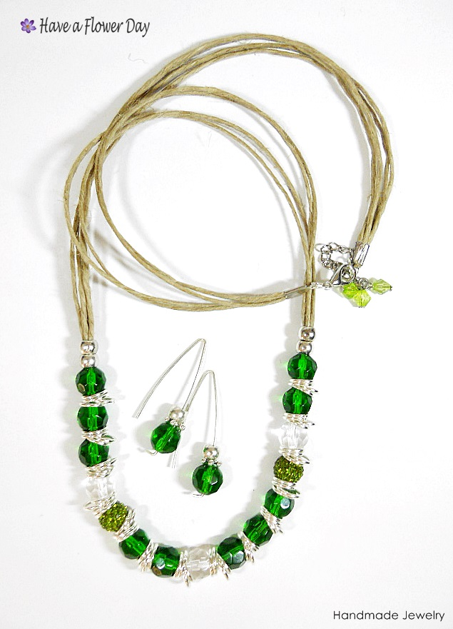 LUAM. Collar con cristal verde · Green crystal necklace