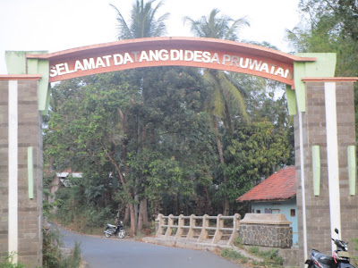 Foto : Tugu / Gapura Selamat Datang Desa Pruwatan