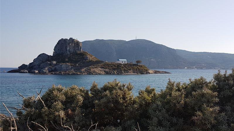 Insel Kastri dem Strand von Agios Stefanos auf Kos vorgelagert