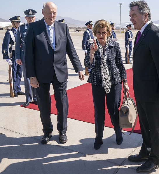 King Harald and Queen Sonja arrived in Santiago, the capital of Chile. President of Chile Miguel Juan Sebastián Piñera