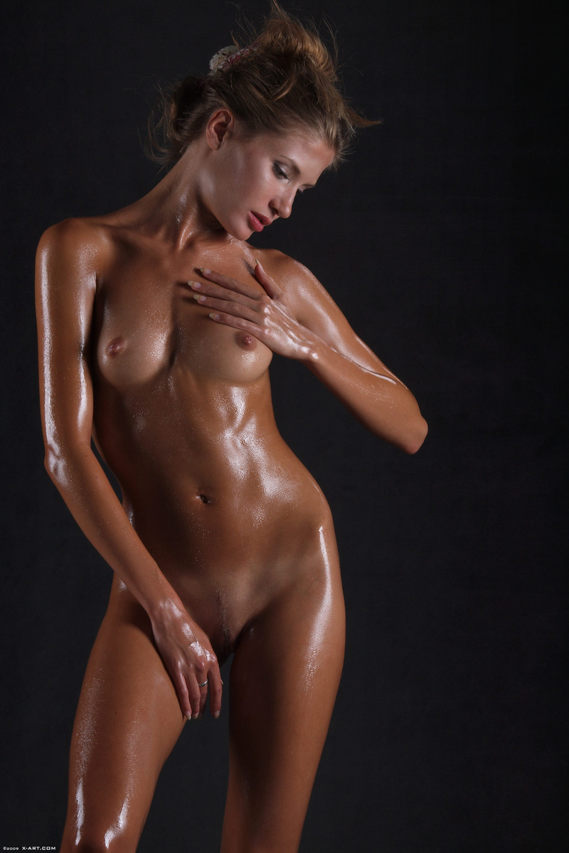 Nude Oiled Up 112