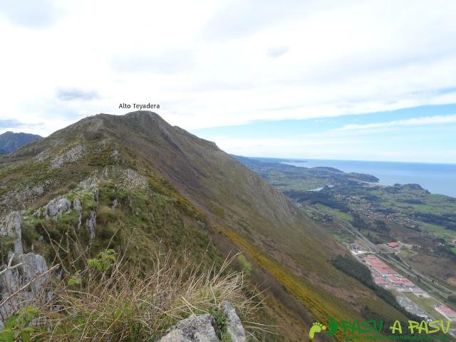 Sierra de la Cueva Negra: Vista desde el Pico Bacia al Alto Teyadera