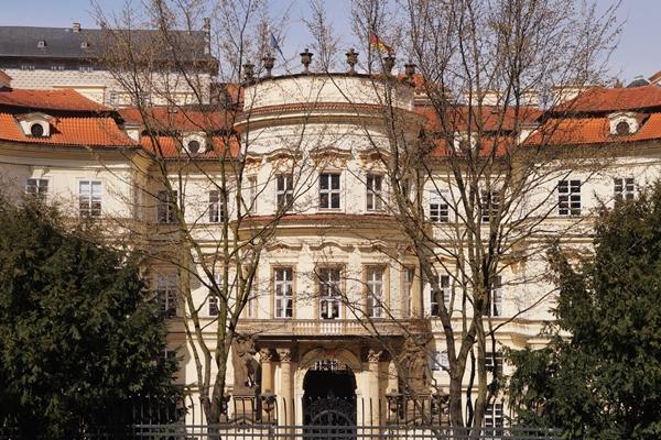 Deutsche Botschaft in Prag | Tasteboykott