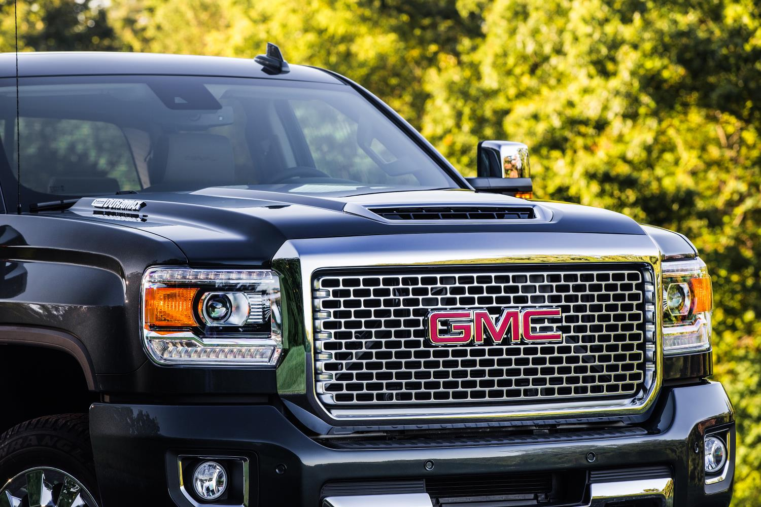 the motoring world usa gmc upgrades the duramax v8 turbo diesel giving more power. Black Bedroom Furniture Sets. Home Design Ideas