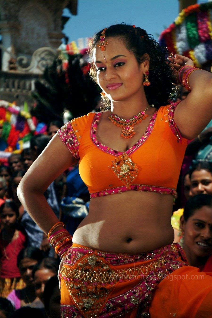 south indian hot item dancer suja cleavage and boobs show