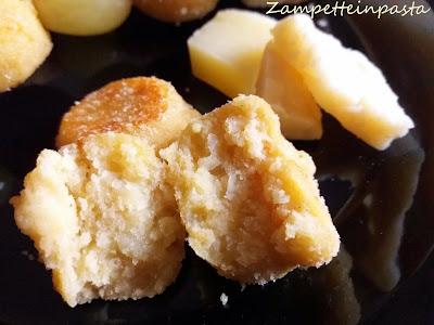Polpette di formaggio e uva - Antipasto facile e sfizioso
