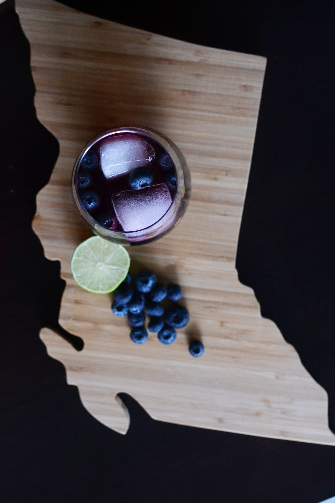 Blueberry vodka moscow mule easy summer cocktail recipe