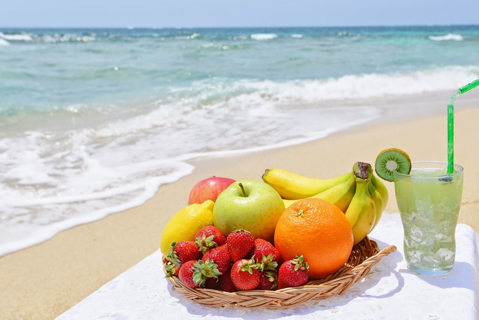 How to Eat Healthy While on Vacation via www.productreviewmom.com