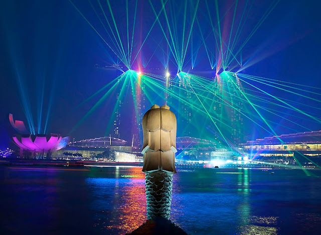Enjoy the Marina Bay Sands Light and Water Show