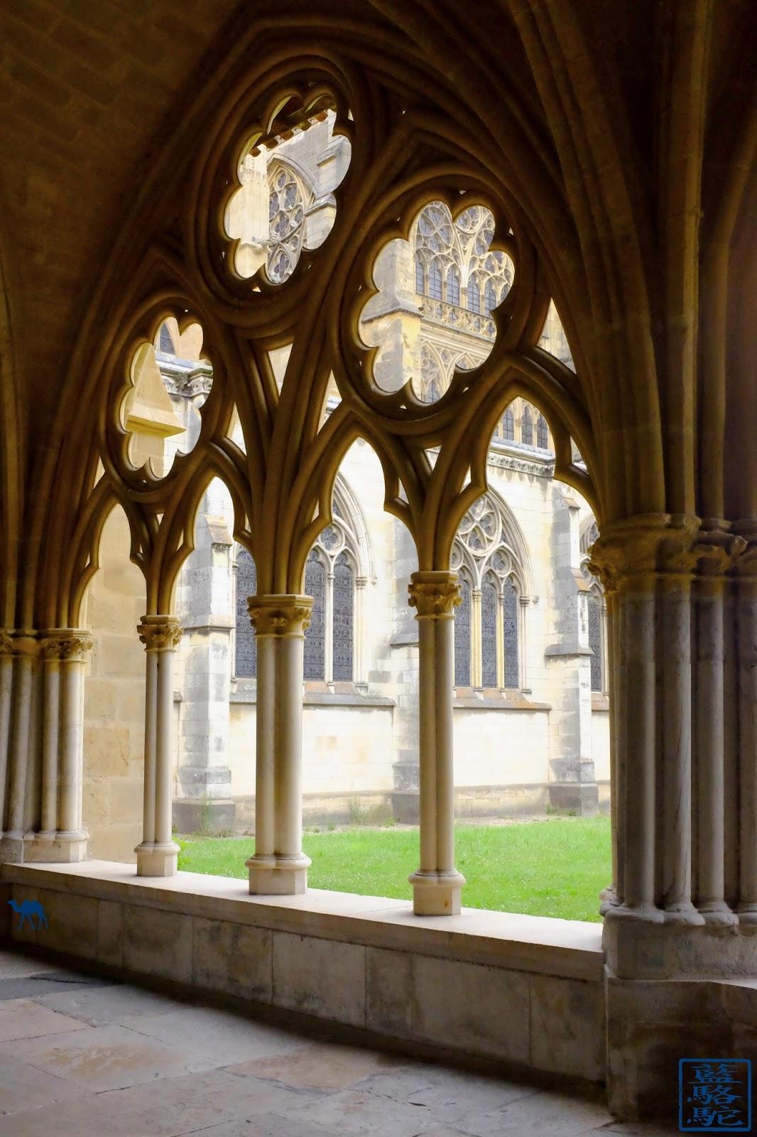 Le Chameau Bleu - Cloitre de la Cathédrale Sainte Marie à Bayonne
