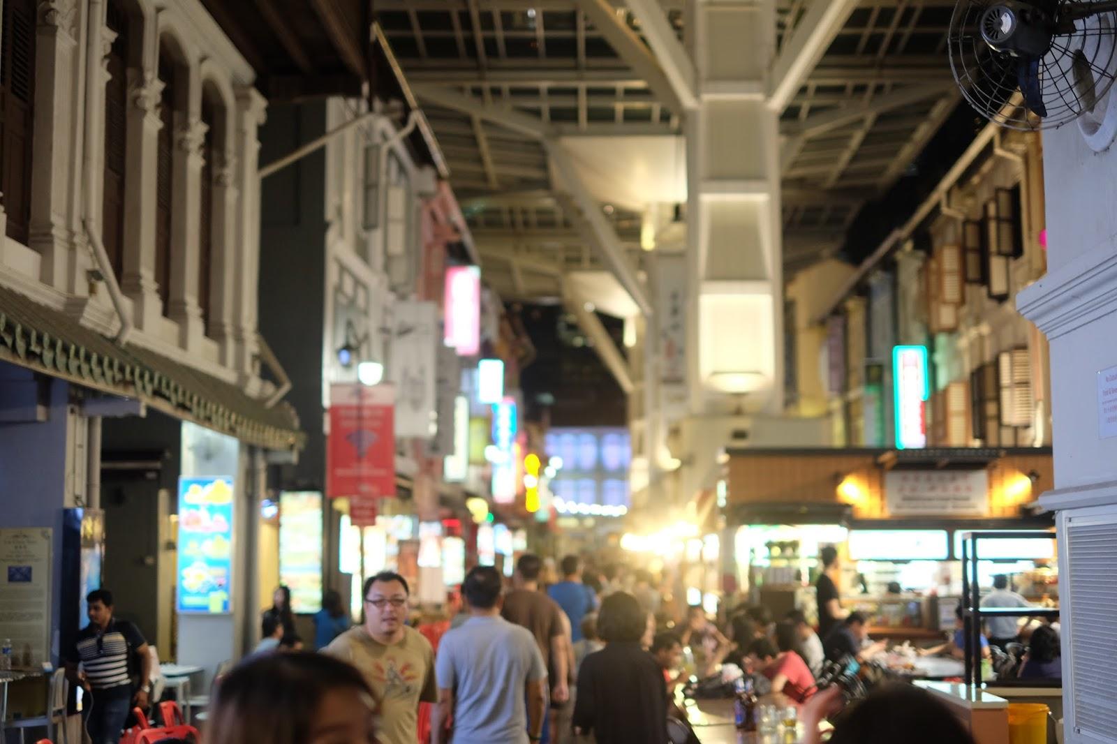 Di Area Chinatown Saat Sore Hingga Malam Hari Kalian Bisa Menghabisakan Waktu Berkeliling Dengan Berbelanja Oleh Khas Singapore Maupun Barang