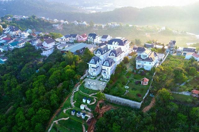 Dalat De Charme Village - Lâu đài quyến rũ giữa lòng thành phố Đà Lạt - Ảnh 1.