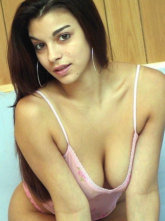 Sexy Desi Girl Hot Milky Cleavage