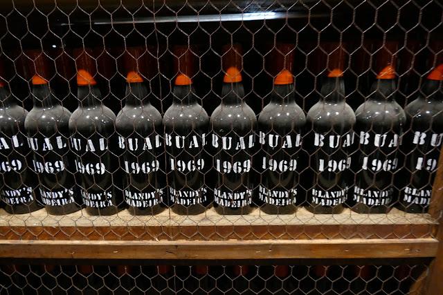 Butelki Maderyjskiego wina