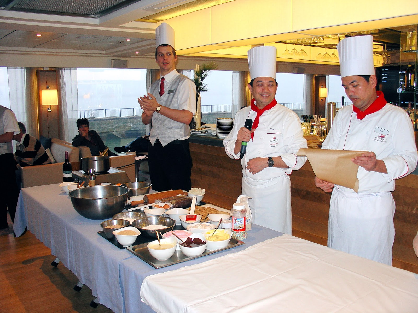 Gingerbread making on board the Viking Skadi proved to be great fun had by all, including the chefs!