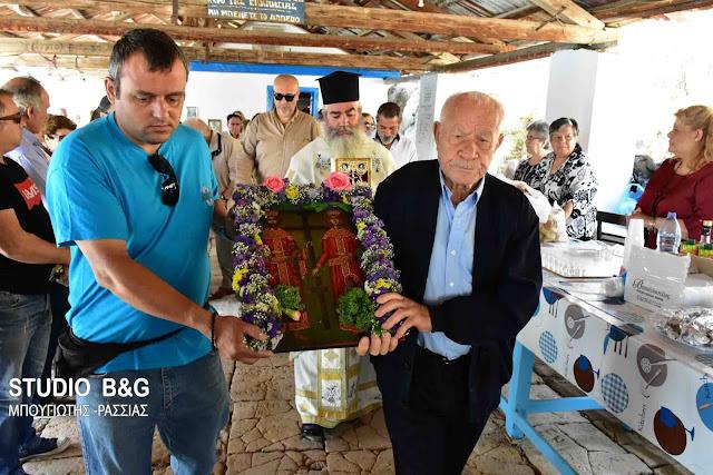 Τους  Αγίους  Κωνσταντίνο  και Ελένη γιόρτασαν στο γραφικό εκκλησάκι στην παραλία Καραθώνας στο Ναύυπλιο (βίντεο)